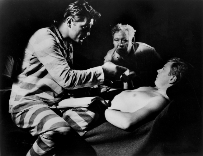 night-of-the-hunter-the-1955-005-robert-mitchum-over-bed-charles-laughton-on-set-00m-qhb